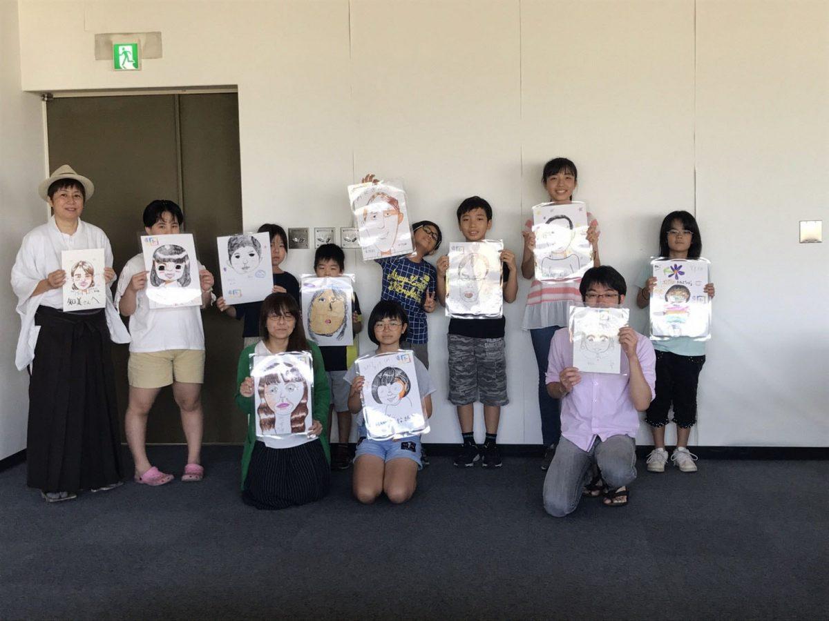 県立図書館で夏休みに行いました!「子ども似顔絵教室」